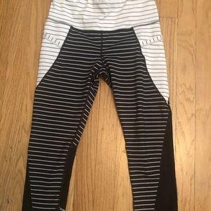 EUC - Athelta Black/White Workout Leggings size S